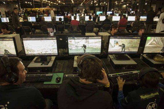 play_expo_2013_lan_gaming